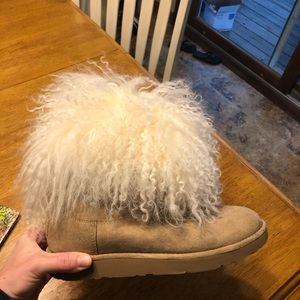Size 9 UGG boot, worn once